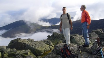 Montañeros en la cumbre del Pico Tres Provincias.