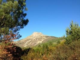 Foto 2.  La Peña de Francia va marcando en todo momento nuestra ruta